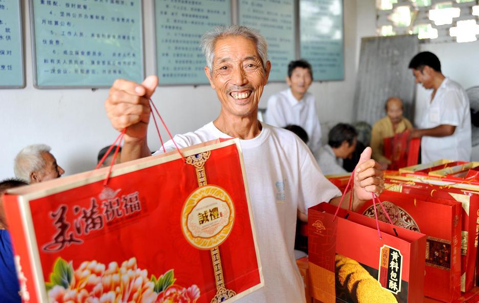 中秋节不忘乡亲,乐好一家的善心